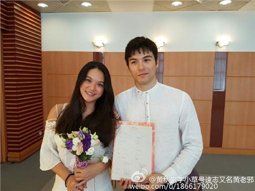 鳳小岳,女友,未婚生子,結婚,公證,婚禮,密婚 圖/翻攝自黃秋生微博