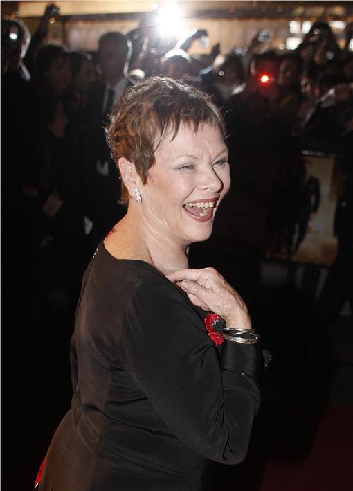 007 M夫人 茱蒂丹契(圖\路透)