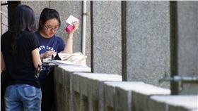 DD 大學指考第2天(2) 大學指考2日舉行第二天考試,考數乙、國文、英文和 數甲,包括自然組和社會組約5萬考生將全數應考。 中央社記者裴禛攝 105年7月2日