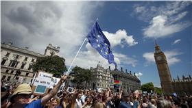 英國脫歐,留歐派上街遊行抗議,歐盟(圖/路透社/達志影像)