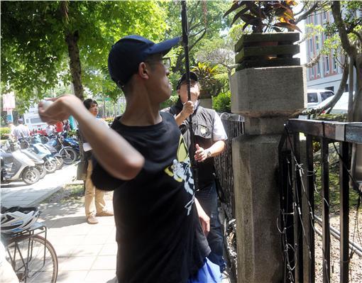 爭助理勞動權 學生蛋洗教育部(中央社)