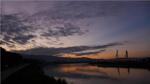 李富城在臉書po出有颱風光的照片