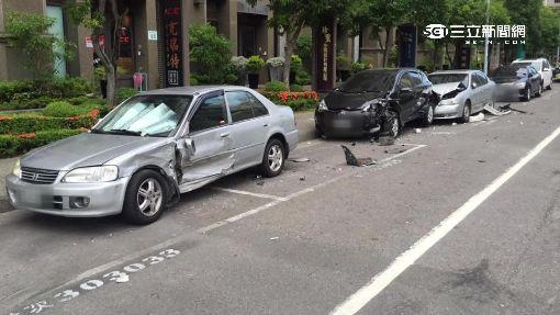 飆車族失控逆撞三車 駕駛下車辯:為閃貓