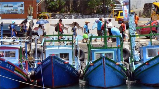 強颱直撲台 綠島撤離2千名遊客(中央社)