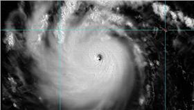 尼伯特颱風,強颱,中央山脈,護國神山,美軍氣象,雨量,NASA 翻自鄭明典臉書