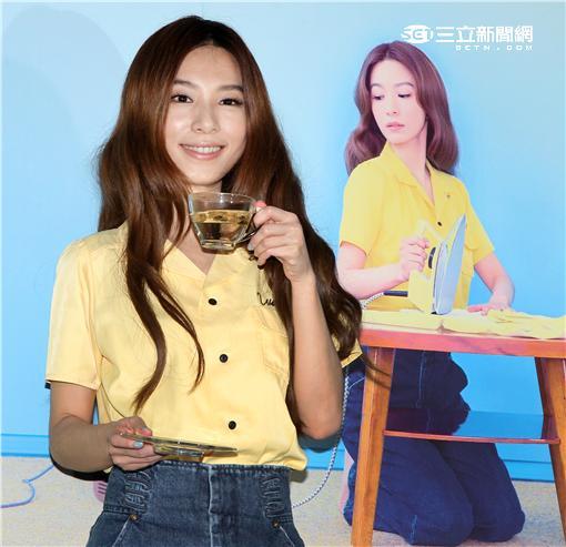田馥甄(Hebe)近期推出個人專輯「日常」,在Hit Fm電台舉行創意攝影。(記者邱榮吉/攝影)