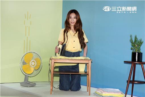 田馥甄(Hebe)在近期推出個人專輯「日常」,在Hit Fm電台舉行創意攝影。(記者邱榮吉/攝影)