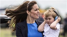 喬治小王子,Prince George,威廉王子,Prince William,凱特王妃,Kate Middleton,英國,皇室,空軍,操演,萌,萌娃-▲(圖/達志影像/路透社)16:9