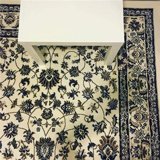 手機,地毯,花紋,撞衫,神隱圖/翻攝自Jeya May Cruz臉書