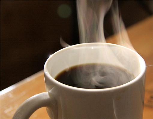 咖啡(圖/攝影者waferboard,Flickr CC License)https://www.flickr.com/photos/waferboard/7417277818/in/photolist-ciruhj-aBXTtV-9vKV3p-nQk8ia-dJRLdn-5ojBGc-o7NGe8-cirujw-8FpDy2-6VxYH6-bC1b8z-ah21Lg-Hi6pC2-pJFGEu-ah4NJ5-aWpnjP-dzBrCi-H16SuU-raSFgz-dYaDts-dKWk7U-agiWT1-94dCfE-ecLWfo-4ADmhi-bvS2TS-7fRiKF-oeqMih-tmzttw-eeZsCn-bUBCUc-48bQCi-eg82xH-dPErUX-gf9aB1-pAprMj-6CZSVd-ajXP71-83sf4R-h3PxaK-qektu-icXe1F-9kbWzq-5KQf7Q-bW9L9H-4CwCRg-dbuexQ-4rLoBN-98MSsm-yf2ShB