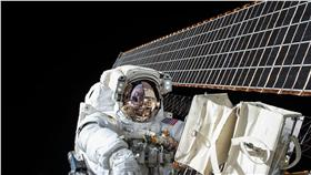 太空人 nasa臉書 https://www.facebook.com/NASA/photos/a.67899501771.69169.54971236771/10153832612171772/?type=3&theater