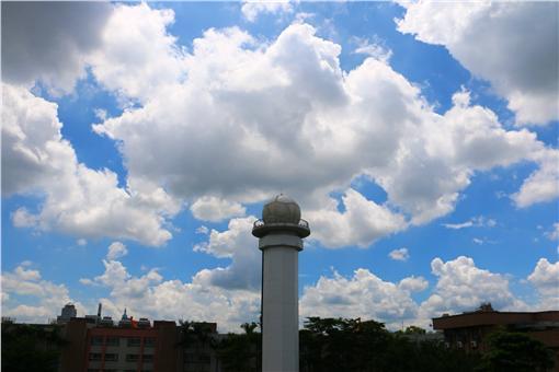 晴天,晴朗,好天氣,氣象,晴時多雲,天空,藍天白雲,雲朵,(圖/翻攝自鄭明典FB)