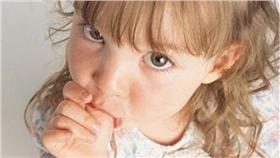 吸手指、咬指甲降低過敏率(圖/翻攝自每日電訊報)