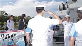 康定級艦將巡弋南海,蔡英文視導左營海軍(16:9)/軍聞社提供