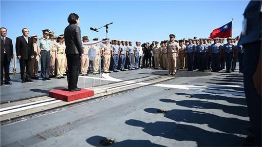 蔡英文總統視導海軍迪化艦(16:9)/總統府提供