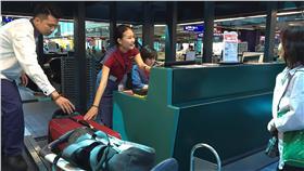 今年7月15日起搭乘華航自營班機往返亞洲、紐澳及歐洲航線,經濟艙託運行李免費額度將增加至30公斤。(圖/華航)