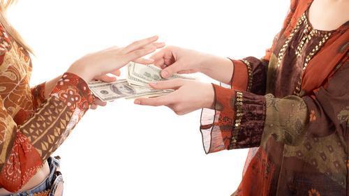 日本一名女子跟路人借錢 5千輕鬆入袋只因做了這件事