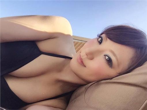前賽車皇后香西咲轉戰AV界 遭要求提供性服務(圖/翻攝香西咲推特)