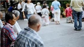國民年金,勞退金,退休,老人,目標,金額,理財,調查(https://www.flickr.com/photos/wasimark/509376771/in/photolist-M1FY8-M1FXc-cARsSy-cNWz7h-m8wB6K-ihGW8-6kxfHz-gGFu5K-4qqzqu-VZYzF-4Ximov-M1FXt-W3di3-4v6aoJ-VZYxg-M1FXx-W2MCC-W3QJd-VZYCK-5amSp7-dCi5Xm-4Pa3AN-apSyDE-k21rJG-gGFQeT-ybxaq-ogcAxg-aeXuSy-eY3fLs-nw7vC8-78rodX-bpn9BB-9DeJch-6mNhVR-nUAyFp-a4GZcL-AnboZ-dDryMe-5VwhTP-5LboS9-5YEHBJ-owNSN4-aoeCH-ya2F1-4HEVmK-6ghheK-a3Eo9d-6oe1im-5Ce2xA-4HwLtG)