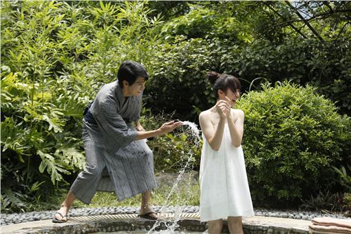李玉璽《惡作劇》突襲女湯吳心緹露香肩/王牌娛樂提供