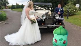 精靈寶可夢,婚禮,神奇寶貝,http://www.mirror.co.uk/news/uk-news/bride-upstaged-uninvited-wedding-guests-8433240
