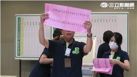 中執委、中評委開票過程。(記者盧素梅攝)