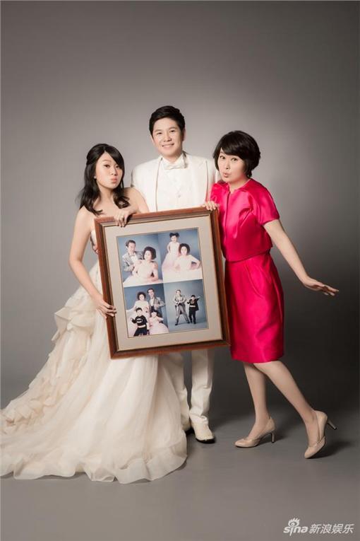李國修,王月,女兒,婚紗(新浪微博)
