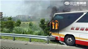 國道桃園段發生有史以來最嚴重的火燒車(翻攝畫面)