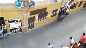 西班牙奔牛節(圖/翻攝自YouTube)