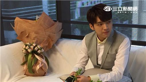 南優鉉自稱「王子」比手指愛心帥炸了