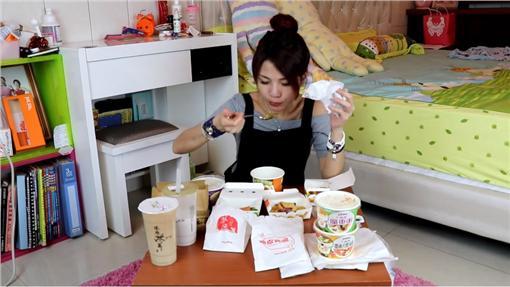 膽固醇女王挑戰丹丹漢堡/雞獅頭YouTube
