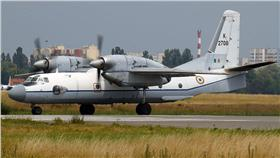 印度空軍,AN-32型運輸機 圖/翻攝自維基 https://zh.wikipedia.org/wiki/%E5%8D%B0%E5%BA%A6%E7%A9%BA%E8%BB%8D#/media/File:Indian_Air_Force_Antonov_An-32.jpg