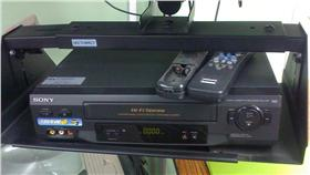 錄影機,VCR,Funai Electrical,日本船井,停產 圖/攝影者Wesley Fryer, Flickr CC License https://www.flickr.com/photos/wfryer/3428973855/
