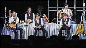 重返戶外,五月天南港開唱「五月天 JUST ROCK IT 2016 就是演唱會 台北站」23日晚間在台北南港舉行,吸引大批歌迷到場力挺偶像。中央社記者王飛華攝 16:9