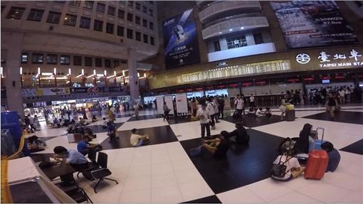 台北車站大廳/日本人的歐吉桑おじさんYouTube