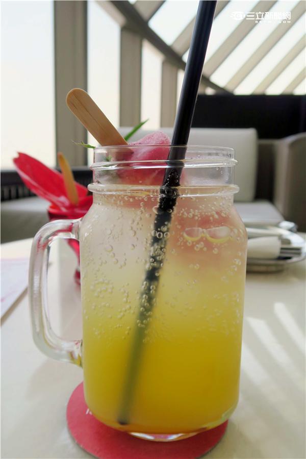 甜點界龐克教主Anna Polyviou推出「安娜龐克下午茶」。(圖/記者簡佑庭攝影)