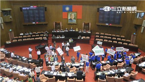 立法院院會通過不黨黨產條例。(記者盧素梅攝)