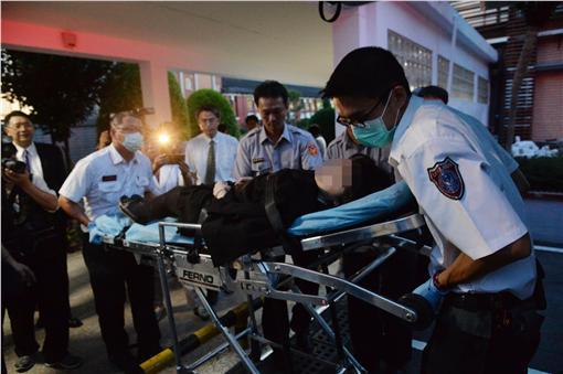 議事人員昏倒送醫。圖/中央社提供