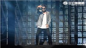羅志祥瘋狂世界演唱會小巨蛋首場熱鬧開唱,表演嘉賓徐若瑄同台飆唱戀愛達人
