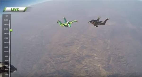 男不開降落傘從7千米高空跳下_https://www.youtube.com/watch?v=g8j0YFzmqWc