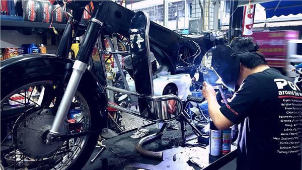 布告欄列修車條約 這名「機車的醫生」大吐無奈(圖/翻攝臉書)