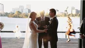 澳洲,墨爾本,Melbourne,新娘,Katie Quirk,花童,逗趣,爆笑,婚禮,結婚,搞笑,誓約-翻攝自youtube