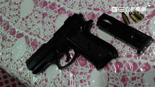 簡姓老翁持槍闖進遠親家要求歸還祖產(翻攝畫面)