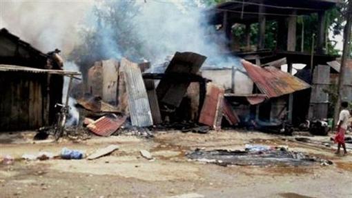 印度阿薩姆邦市場遭襲擊(圖/翻攝自印度斯坦時報)