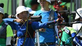 LF 里約奧運 奧運射箭女子排名賽 譚雅婷第4 里約奧運女子射箭排名賽5日(當地時間)展開,中華 隊譚雅婷(圖)、雷千瑩、林詩嘉共射下1932分,在女 團預賽排名第4位,其中譚雅婷最為出色,以656分在個 人排名第4。 中央社記者張新偉里約攝  105年8月6日