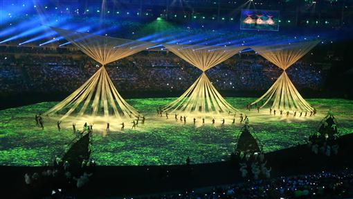 LF里約奧運開幕式表演(3)2016巴西里約奧運5日(當地時間)在馬拉卡納體育場舉行開幕式,表演者在場中精采演出。中央社記者徐肇昌里約攝 105年8月6日