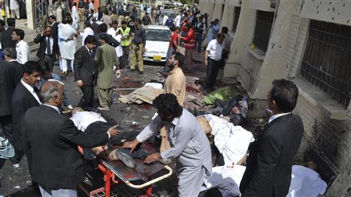 巴基斯坦遭炸彈攻擊(圖/美聯社/達志影像)