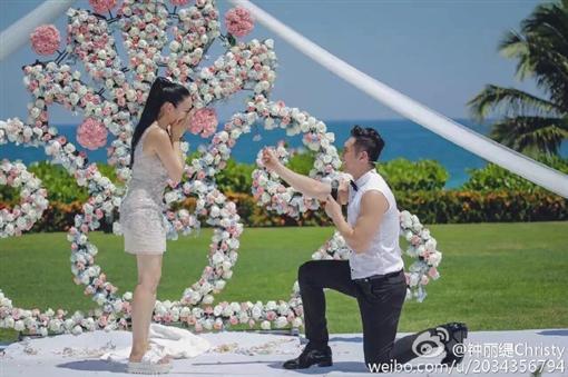 鍾麗緹梅開三度,11月8日下嫁小鮮肉張倫碩。(圖/翻攝自鍾麗緹微博)