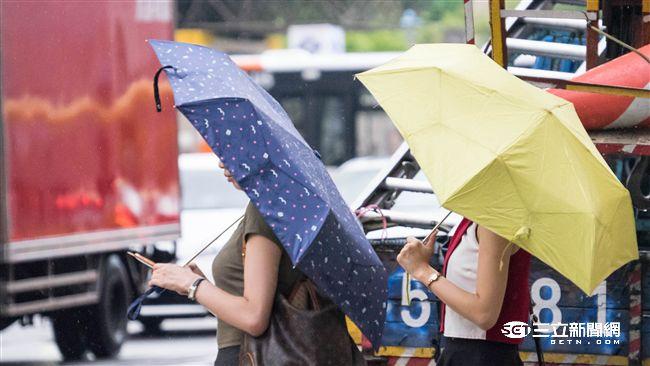 熱帶擾動明後兩天距台最近 降雨區曝