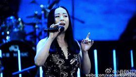 金曲入圍歌手「小霞」驚爆外遇 3年婚姻觸礁 圖/翻攝自黃綺珊微博 http://www.weibo.com/hqs323?refer_flag=1005055014_&is_hot=1#_rnd1470901761331